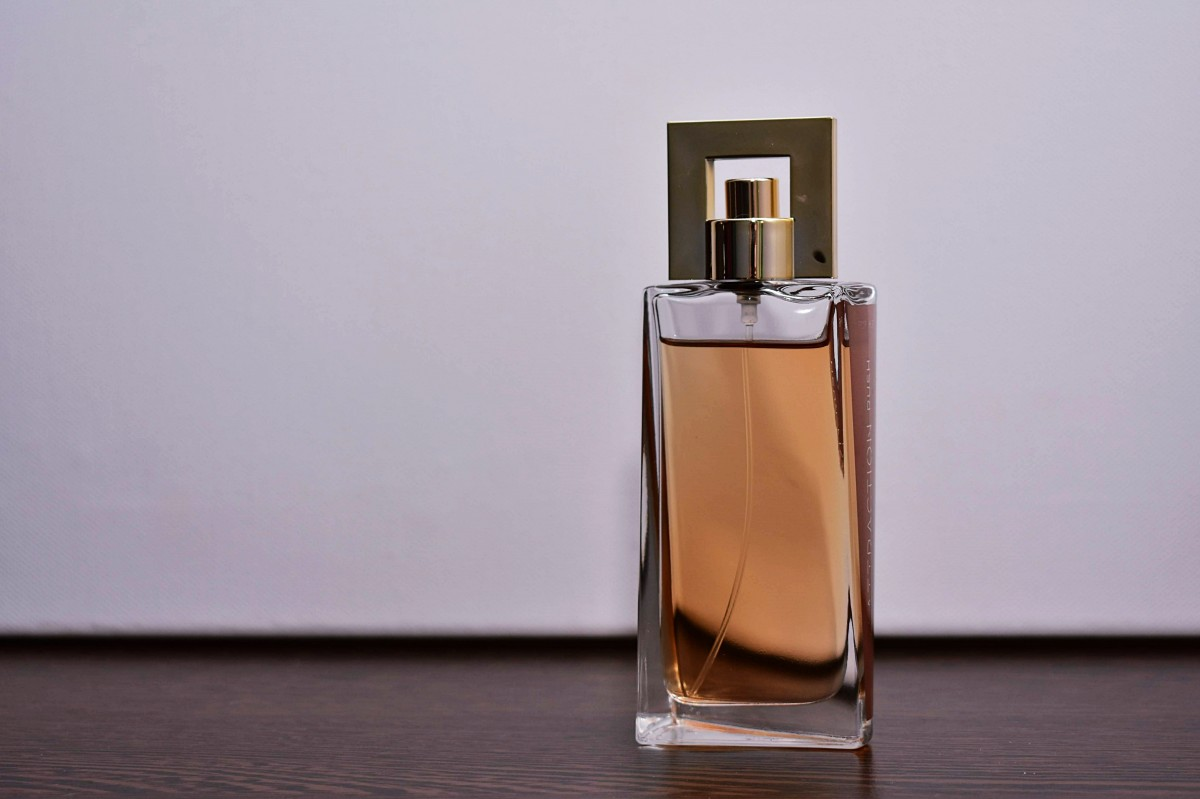 Perfume bottle CC via pxhere.com